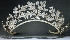 themagicfarawayttree:    Oak Leaf Tiara made by Garrards for the 15th Duke of Norfolk    Does it come in Holly?