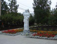 Сыктывкар-Syktyvkar. Monument to the teacher