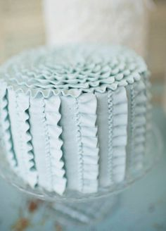 I just love these ribbon-y cakes.   and this ruffle is wonderful,,and could be tweeked in wonderful ways too. Tasty Chocolate Cake, Best Ever Chocolate Cake, Spice Cookies, Spice Cake, Chocolate Buttercream Frosting, Icing, Vintage Cake Plates, Vintage Cakes, Beautiful Cakes
