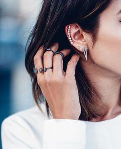 Blog Post - Ear Cuff Earrings - #fashion #earcrawlers #earcuffs #fashionista #blogger #fashionblogger #styletips #howto - Subtle ear crawlers