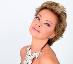 Divas, Sara Montiel, Opera Singers, Celebs, Celebrities, Classy Women, Celebrity Style, Drop Earrings, Youtube