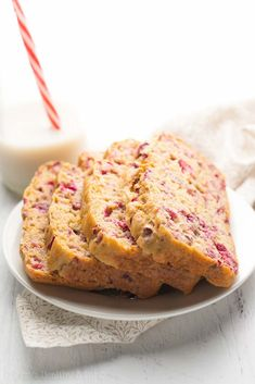 Healthy Greek Yogurt Cranberry Orange Pound Cake -- just 131 calories + nearly protein! This easy recipe is SO good & secretly healthy enough for breakfast! Healthy Cake, Healthy Muffins, Healthy Dessert Recipes, Healthy Baking, Baking Recipes, Healthy Snacks, Healthy Protein, Healthy Drinks, Bread Recipes