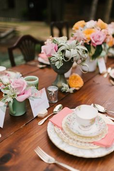 Bohemian bridal shower ideas wedding trends 62 Ideas for 2019 Garden Bridal Showers, Tea Party Bridal Shower, Bridal Shower Decorations, Bridal Shower Favors, Garden Shower, Vintage High Tea, Vintage China, Chic Vintage Brides, A Table