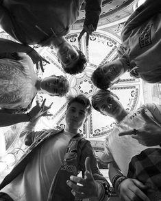 Black x White♥♥♥ Brooklyn Wyatt, Roadtrip Boyband, Betty And Jughead, Chon Mendes, British Boys, Bring Me The Horizon, Pierce The Veil, Smile Because, Second Of Summer