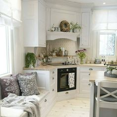 Scandinavian living. Kitchen. Beautiful white kitchen. Kitchen sitting.