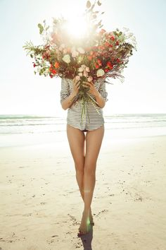 i love this photo. love the combination of bare legs & feet (simplicity) and the fabulous bouquet of flowers (complex) Arte Floral, Summer Of Love, Bunt, Beautiful Flowers, Girly, Pictures, Beach Flowers, Floral Flowers, Sun Flowers