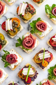 These perfectly easy canapés can be made ahead of time, are served cold, and are simply perfect for a fancy Spring or Summer celebration! With homemade pesto, olive tapenade and chive cream cheese, yo Easy Canapes, Canapes Recipes, Appetizer Recipes, Canapes Ideas, Catering Recipes, Snacks Für Party, Appetizers For Party, Easter Appetizers, Party Treats