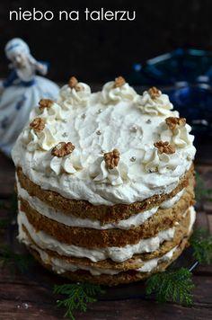 Biszkopt z kremem karmelowym, tort orzechowo- karmelowy, bardzo wilgotny, miękki, dobrze się kroi. Idealny na przyjęcia i świąteczne spotkania.