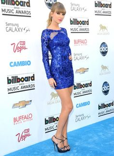 Taylor Swift perfectly matched the blue carpet at the 2013 Billboard Music Awards.