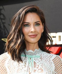 "Olivia Munn wore a ​custom ​Self Portrait ​mint lace cape midi dress & Irene Neuwirth jewelry to ""The LEGO Ninjago Movie"" Hollywood premiere (III) Haircut Styles For Women, Short Haircut Styles, Best Short Haircuts, Bob Haircuts, Estilo Halle Berry, Medium Hair Styles, Long Hair Styles, Medium Bob Hairstyles, Everyday Hairstyles"