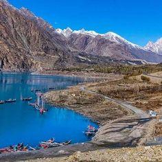 Another world !! Attabad lake and passu cones gojjal Pakistan  Photo © : sm bukhari #passucones #gojjal #attabadlake #exploringbeautyofpakistan #mypakistan #ilovemypakistan #blessedpakistan #mountains #peacefulpakistan #photographie