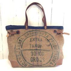 SAC RÉSERVÉ -Sac cabas toile de jute , sac de café recyclé, cuir , bleu . : Sacs à main par l-atelier-de-kadistu