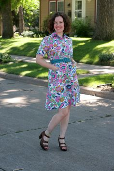 Ah-MAZING vintage dress! The colours! The pattern! Ahh!