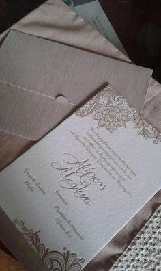 Πρόσκληση γάμου με λαχούρια ρετρό και βαθυτυπία τύπωμα Wedding Save The Dates, Our Wedding Day, Wedding Ideas, Diy Cards, Wedding Details, Wedding Invitations, Wedding Decorations, Vintage, Weddings