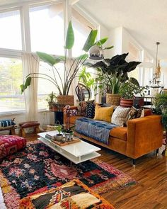 Eclectic Living Room, Boho Living Room, Eclectic Decor, Living Room Designs, Plants In Living Room, Eclectic Design, Eclectic Style, House Plants, Earthy Living Room