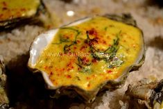 Hot Oysters with Shallots (for 2 people) Ingredients: 1 dozen oysters A few sprigs of dill 2 dl of sweet wine (Jurançon or other) dl of cream 1 egg yolk 1 dab of butter 1 point of butter turmeric 1 pinch of Espelette pepper … Seafood Rice Recipe, Seafood Soup Recipes, Seafood Stew, Seafood Appetizers, Chowder Recipes, Appetizer Recipes, Baked Oyster Recipes, Bruchetta Recipe, Baked Fish