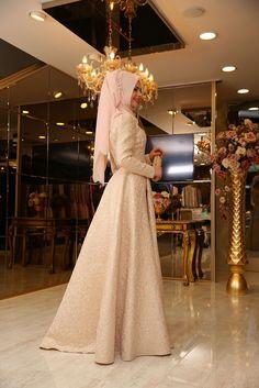 Kombini Yakala | Tesettür Giyim | çanta | Eşarp | Ayakkabı. Pınar Şems Sinem Abiye - Somon Modest Fashion, Hijab Fashion, Islamic Fashion, Lace Wedding, Wedding Dresses, The Dress, Pretty, Faith, Style