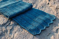 This easy but elegant pattern is great for any beginner looking for a small challenge, or an experienced knitter needing a mindless project. Instructions for the stitch pattern are written. Measurements are given in US and metric.