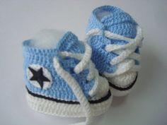 tenis all star feito a mao de croche. <br>material;linha 100% algodao. <br>cor;azul claro,branco e preto. <br>tamanho;sola 8 cm para bebe de 0 a 2 meses.
