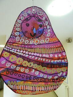 la grande soaz: arts visuels à l'école maternelle Art Lessons Elementary, Lessons For Kids, Preschool Arts And Crafts, Classroom Art Projects, Jr Art, Ecole Art, Group Art, Matryoshka Doll, Russian Art