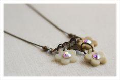 Vintage inspired swarovski trio cream flower necklace - polymer clay by Doeksisters Cream Flowers, Pearl Earrings, Drop Earrings, Flower Necklace, Vintage Inspired, Polymer Clay, Swarovski, Glitter, Jewelry