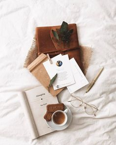 aesthetic, autumn, and fall image Beige Aesthetic, Book Aesthetic, Aesthetic Photo, Aesthetic Pictures, Flat Lay Photography, Coffee Photography, Book Flatlay, Mode Rose, Fall Images