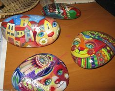 Painted river rocks. Cats with a story. Clever!