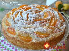 3 broskyne, 200 g tvarohu, 3 vajcia a takýto výsledok: Ovocný skvost - 40 minút a už rozvoniava v kuchyni! Bakery Recipes, Easy Cake Recipes, Sweets Recipes, Cooking Recipes, Cake Cookies, Cupcake Cakes, Torte Cake, Cocktail Desserts, Italian Desserts