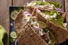 Grab the recipe for these Greek Chicken Stuffed Pitas - they make a quick and healthy lunch or dinner and they're loaded with tzatziki + avocado! Whats Gaby Cooking, Slow Cooking, Cooking Recipes, Easy Weeknight Meals, Quick Meals, Food Network, Lunch Recipes, Healthy Recipes, Dinner Recipes