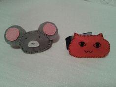 Sonajero de brazo con figuras de raton y gato de fieltro.