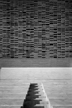 ABDR Architetti Associati, Luigi Filetici · New Opera House Kinetic Architecture, Facade Architecture, Contemporary Architecture, Facade Design, Wall Design, Halle, Jewelry Store Design, Stone Facade, Brick Texture