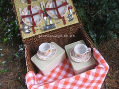 Orange retro daisy hamper to hire for Original vintage Sirram hamper with new check orange tablecloth and napkins. Includes cutlery and china - for the day. Hamper, Cutlery, Daisy, Napkins, Basket, China, The Originals, Retro