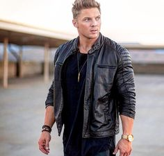 Steve Cook Casual Outfits, Men Casual, Fashion Outfits, Mens Fashion, Fashion 2018, Casual Wear, Steve Cook Bodybuilding, Evolution Of Fashion, Muscular Men