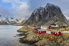 Traditional red houses in Hamnoy village, Lofoten Islands, Norway. Image by Dave Moorhouse / Moment / Getty