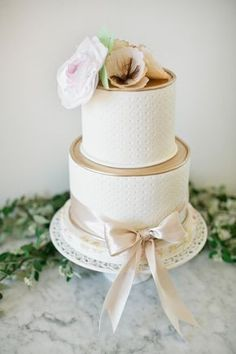 Atmospheric, ethereal and oh-so-pretty, bridal inspiration shoot by Shannon Morse Photography, Lyford House and a team of great Bay Area wedding vendors. Wedding Cake Rustic, Unique Wedding Cakes, Wedding Cake Designs, Beautiful Wedding Cakes, Unique Weddings, Wedding Vendors, Wedding Events, Gourmet Cakes, Phuket Wedding