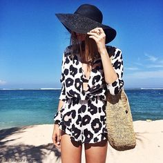 Animal print romper, summer hat and beach bag for stylish summer look