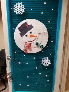 Preschool Door Decorations, Xmas Decorations, Christmas Classroom Door, Preschool Christmas, Christmas Projects, Christmas Time, Christmas Door Decorating Contest, Winter Holidays, Diy And Crafts