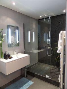 Italian Bathroom Small Area: 22 Models to Discover Wet Room Bathroom, Small Bathroom, Vanity Bathroom, Bath Room, Master Bathroom, Bathroom Design Luxury, Modern Bathroom Design, Gray Shower Tile, Italian Bathroom
