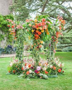 Big lush floral arch in autumn colors Had so much fun making this with new flower friends at @sabinefloral #3weddings3days event last September.  Beautifully captured by @katiespicerphotography . #floralarch #flowerinstallation #flowers #dahlia #autumn #