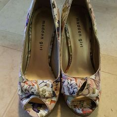 Floral peep toe pumps Gorgeous floral peep toe pumps by madden girl. Only worn once. Madden Girl Shoes Heels