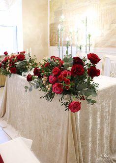 Unique Wedding Centerpieces, Red Wedding Decorations, Flower Centerpieces, Cocktail Wedding Reception, Wedding Table, Red Silver Wedding, Top Table Flowers, Bride Groom Table, Winter Wedding Bridesmaids