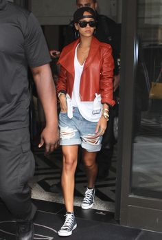 SHE CAN PULL OFF THE RIPPED SHORTS VERY WELL.