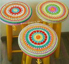 Tecendo Artes em Crochet: Três Capas para Banquinhos Coloridinhas!
