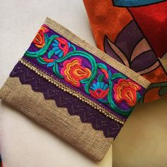 New Cheap Bags. Photo by Cathy andersen Do you have lots of bags yet you often find yourself at a loss on which bag to use because it just doesn't seem right for your outf Boho Clutch, Clutch Purse, Floral Clutches, Floral Bags, Style Boho, Jute Fabric, Handmade Clutch, Embroidered Bag, Etsy