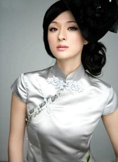 Qipao (Cheongsam) is a female dress with distinctive Chinese features and enjoys a growing popularity in the international world of high fashion. It is said that Qipao is the earliest fashion for women in Shanghai. Traditional Fashion, Traditional Dresses, Oriental Fashion, Asian Fashion, Asian Woman, Asian Girl, Cheongsam Dress, Celebrity Dresses, Asian Beauty