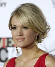 Carrie Underwood, pretty updo!