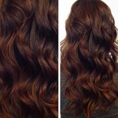 Warm, rich chocolate by @hairbycattaneo. #modernsalon #softwaves #brunette
