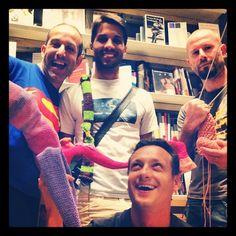 "@stefanoschiavo's photo: ""#knitcafé @crowdknitting for #liverpool"""