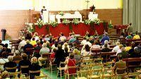 La Virxe da Barca se va al polideportivo Hoy comenzó la novena con motivo de la romería del próximo fin de semana CARBALLO / la voz 04 de septiembre de 2014  13:29