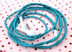 This will be my next rainy day project... friendship bracelet-style earbuds! Mine always tangle, maybe this would keep them from knotting. Must try!